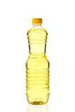 Óleo vegetal para cozinhar em uma garrafa isolada no branco Fotografia de Stock Royalty Free
