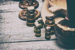 Óleos essenciais aromáticos naturais no estilo retro Fotos de Stock