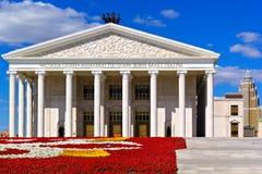 Ópera de Astaná en el fondo del cielo azul, Kazahstan Imagen de archivo libre de regalías