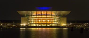 ?pera de Copenhague en la noche, Dinamarca foto de archivo