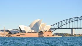 Ópera y puente del puerto, señales de Sydney Fotos de archivo