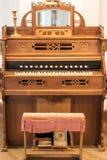 Órgano de madera del vintage Foto de archivo