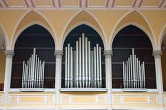 Órgano de tubo en iglesia cristiana en Praga Fotografía de archivo