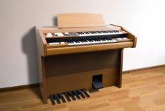 Órgano eléctrico del vintage imagen de archivo libre de regalías
