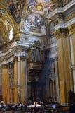 Órgano y techo pintado - Chiesa del gesu de la iglesia, foto de archivo