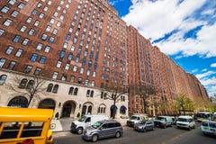 2ós rua e prédio de apartamentos ocidentais NYC das torres do terraço de Londres imagem de stock royalty free