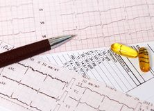Ômega da prescrição 3 comprimidos para o coração imagens de stock royalty free