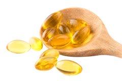 Ômega do óleo de fígado de bacalhau 3 cápsulas do gel isoladas no fundo branco Imagens de Stock Royalty Free