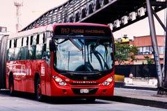 ônibus Bi-articulado do transmilenio foto de stock royalty free
