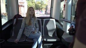 Ônibus comandado à distância automatizado em Helsínquia Transporte público 2não pilotado na rua filme