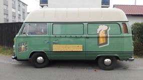 Ônibus da cerveja imagens de stock royalty free