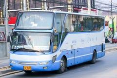 Ônibus da empresa da excursão de Thavornfarm nenhum 118-2 rota Nakhonsawan e Chiangmai Fotos de Stock Royalty Free