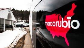 Ônibus de campanha de Marco Rubio fora do cargo de VFW em Milford, New Hampshire Foto de Stock