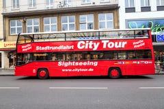 Ônibus de excursão da cidade Fotografia de Stock