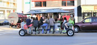 Ônibus de excursão dos vendedores ambulantes da cidade do rio fotos de stock