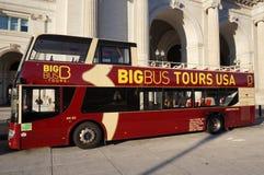 Ônibus de excursão grande do ônibus fotografia de stock
