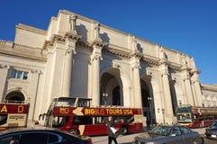Ônibus de excursão na estação da união foto de stock royalty free