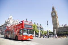 Ônibus de excursão que mostra os locais em torno de Londres Foto de Stock Royalty Free