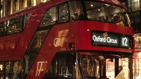 Ônibus de Londres a Oxford Circus no tempo do Natal vídeos de arquivo