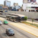 Ônibus de Metropolitano em Lima, Peru imagem de stock royalty free