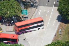 Ônibus de SBS que parte o intercâmbio em Singapura foto de stock royalty free