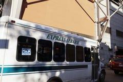 Ônibus de serviço expresso pela autoridade portuária New York fotos de stock royalty free