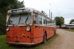 Ônibus de trole abandonado foto de stock