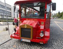 Ônibus de turista em Bratislava imagem de stock