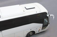 Ônibus de turista na cidade Fotografia de Stock