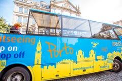 Ônibus de turista na cidade de Porto Imagem de Stock