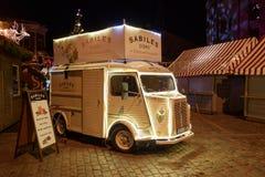 Ônibus decorado da carga de Citroen mini em Riga, Letónia Imagens de Stock