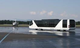 Ônibus do aeroporto Imagens de Stock