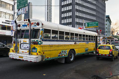 Ônibus do diabo vermelho nas ruas da Cidade do Panamá Fotos de Stock