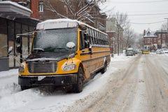 Ônibus escolar amarelo em Montreal Fotos de Stock
