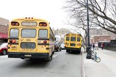 Ônibus escolar na rua de New York City imagem de stock royalty free