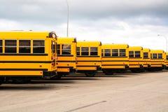 Ônibus escolares Fotos de Stock
