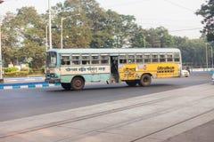 Ônibus local de Kolkata imagens de stock royalty free