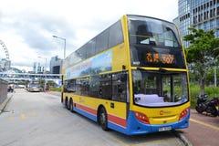 Ônibus no intercâmbio do ônibus da balsa da estrela na central fotos de stock