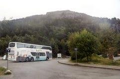 Ônibus no sul de Noruega Imagens de Stock