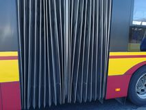 Ônibus para transportar povos fotos de stock royalty free