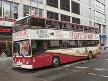 Ônibus sightseeing do turista em Dresden, Alemanha Imagem de Stock Royalty Free