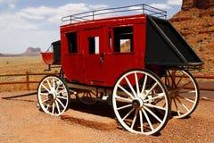 Ônibus velho do estágio no vale do monumento, Utá, EUA Fotografia de Stock Royalty Free