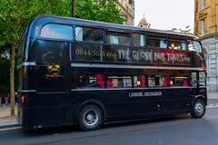 Ônibus velho do routemaster em Londres para excursões sightseeing assustadores Imagens de Stock Royalty Free