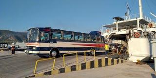 Ônibus velho em Grécia imagem de stock
