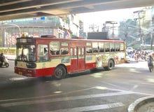 Ônibus vermelho em Tailândia fotografia de stock royalty free