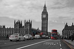 Ônibus vermelhos na foto preto e branco Fotos de Stock Royalty Free
