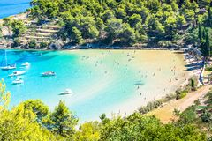 Ö av Brac i Kroatien, Europa Härligt förlägga royaltyfri fotografi