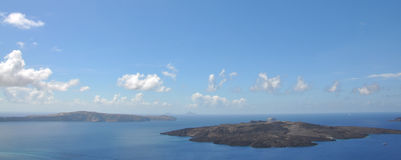 Ö av det vulkaniska ursprunget som lokaliseras i det Aegean havet - Nea Kameni och Santorini caldera, Grekland område moscow en p royaltyfri foto