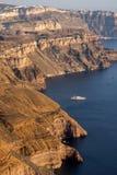 Ö av Santorini, Thira, Cyclades öar - landskap Arkivbild