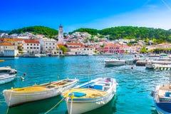 Ö Brac i Kroatien som är medelhavs- Royaltyfri Bild